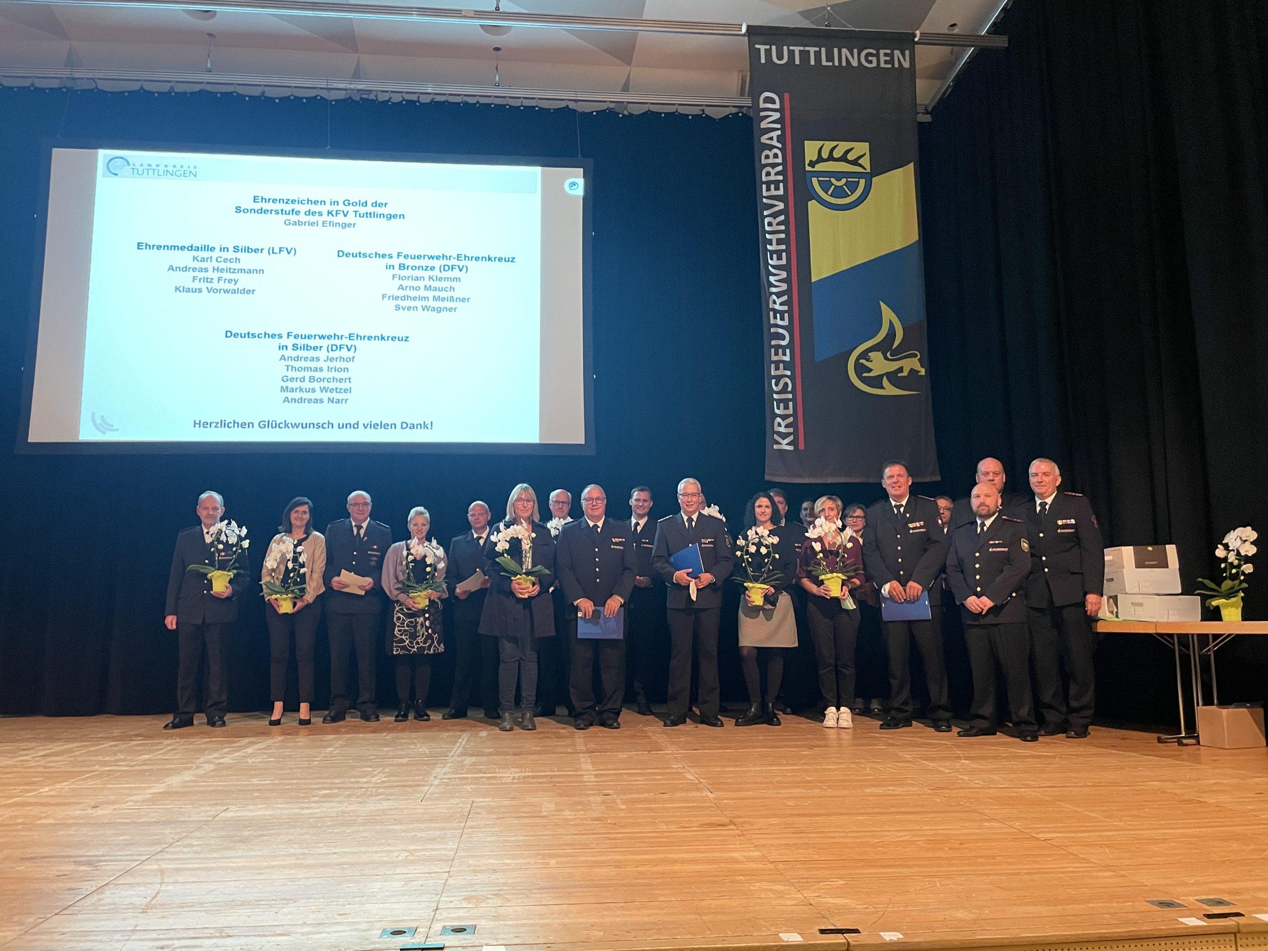 Feuerwehrverband ehrt verdiente Feuerwehrmänner